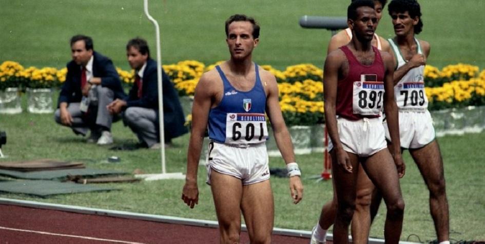 Итальянский бегун на средние дистанции Донато Сабиа (в центре)