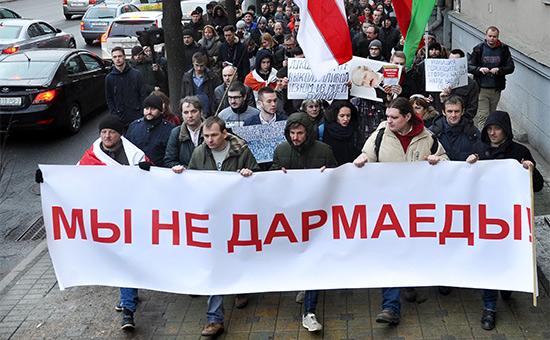 Участники «Марша нетунеядцев» противдекрета Лукашенко вДень Конституции