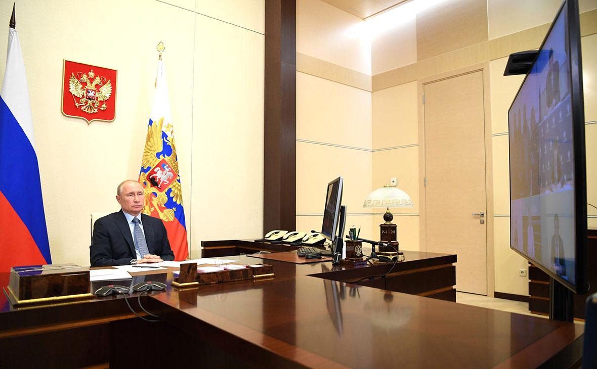 Владимир Путин во время совещания о ходе ликвидации последствий разлива дизельного топлива в Красноярском крае