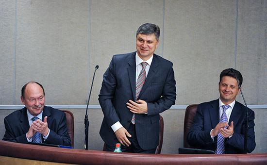 Министр транспорта России Максим Соколов (справа) иего заместитель Олег Белозеров (в центре). Архивное фото