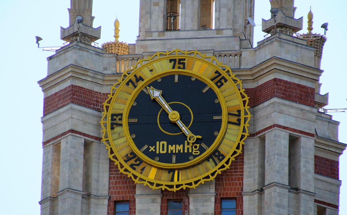 Барометр на главном здании МГУ имени М.В. Ломоносова