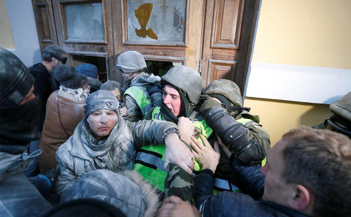 Столкновение сторонников Саакашвили с сотрудниками полиции