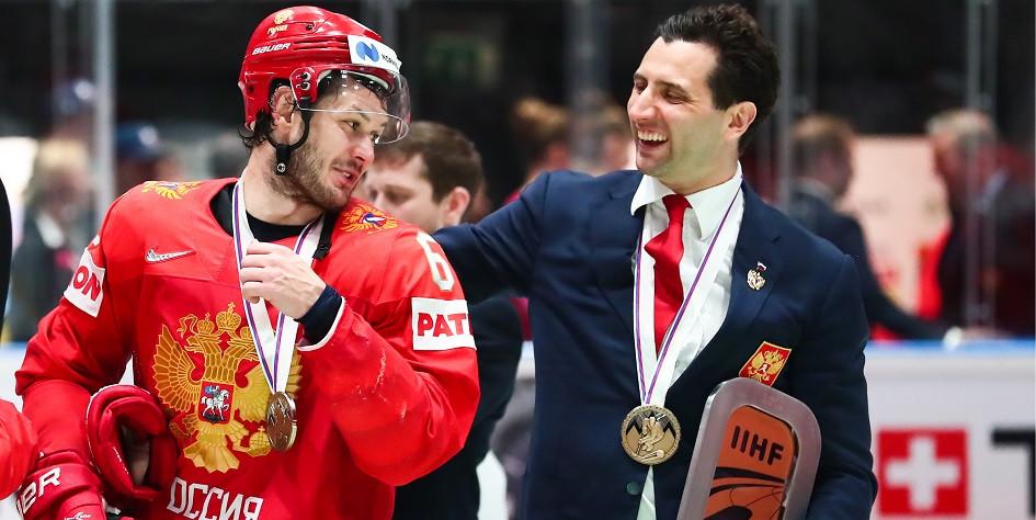 Игрок сборной России Евгений Дадонов и первый вице-президент Федерации хоккея России Роман Ротенберг (слева направо)