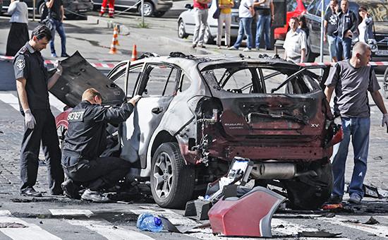 На месте взрыва автомобиля, в котором находился журналист Павел Шеремет, в Киеве
