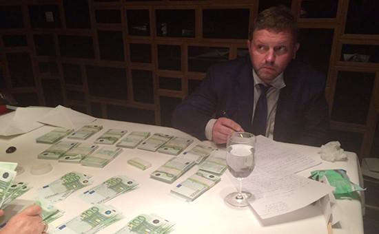Никита Белых вовремя задержания вмосковском ресторане