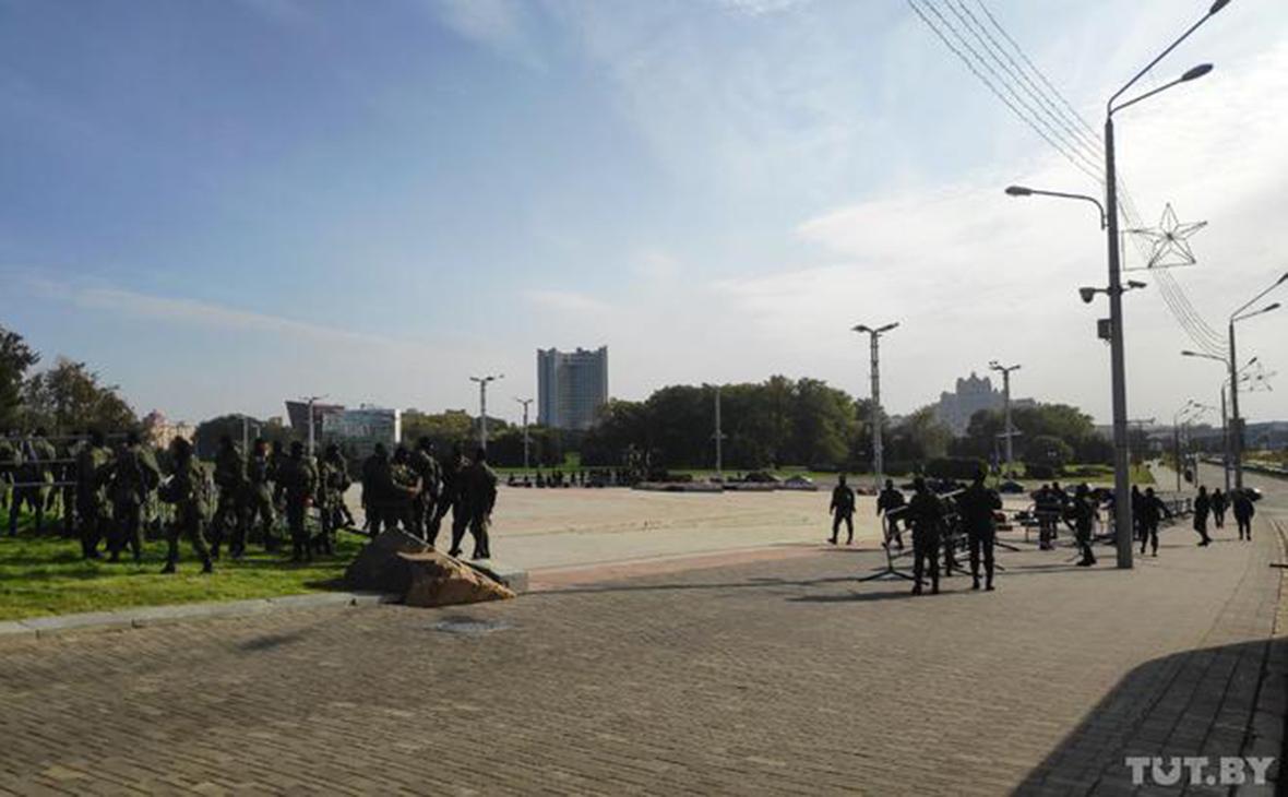 В центре Минска «во избежание ЧП» ограничили движение и стянули военных