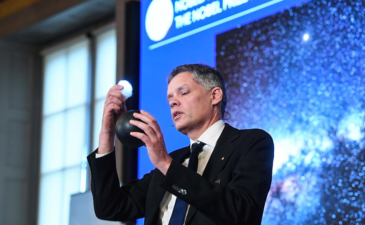 Во время объявления лауреатов Нобелевской премии по физике 2020 года