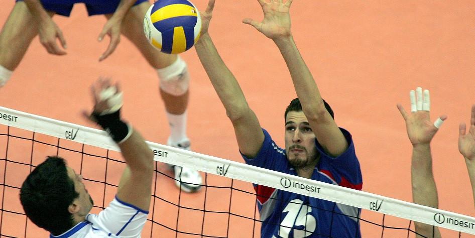 Александр Волков (под 15-м номером)