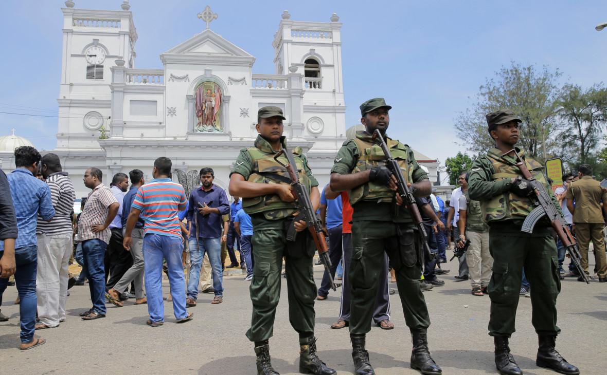 У церкви Святого Антония в Коломбо после взрывов