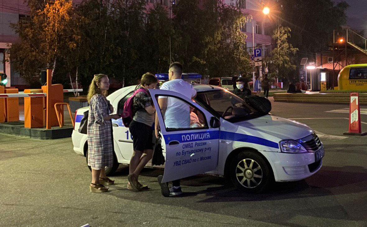 Антон Баев (в центре)