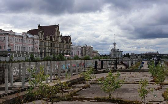 За синим забором на Нижневолжской набережной