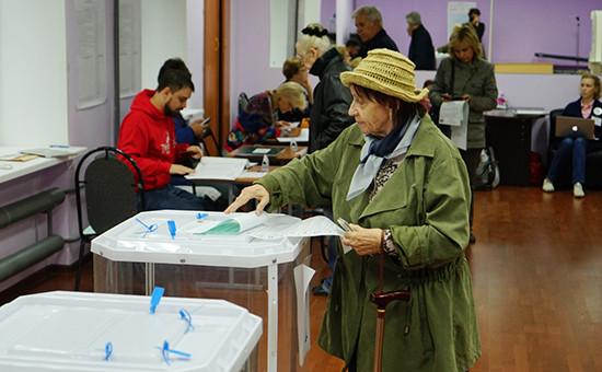 На одном изизбирательных участков Москвы вединый день голосования. 18 сентября 2016 года