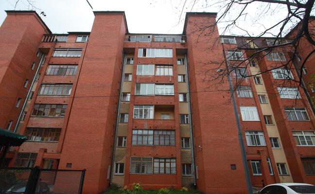 Бывший пятиэтажный жилой дом, надстроенный в рамках реконструкции в Москве
