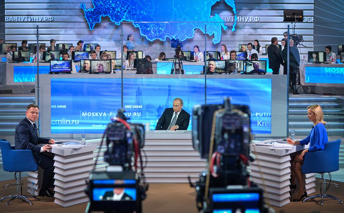 Владимир Путин вовремя ежегодной специальной программы «Прямая линия сВладимиром Путиным». 2016 год
