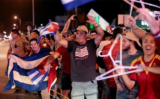 Кубинская диаспора Майами празднует смерть ФиделяКастро
