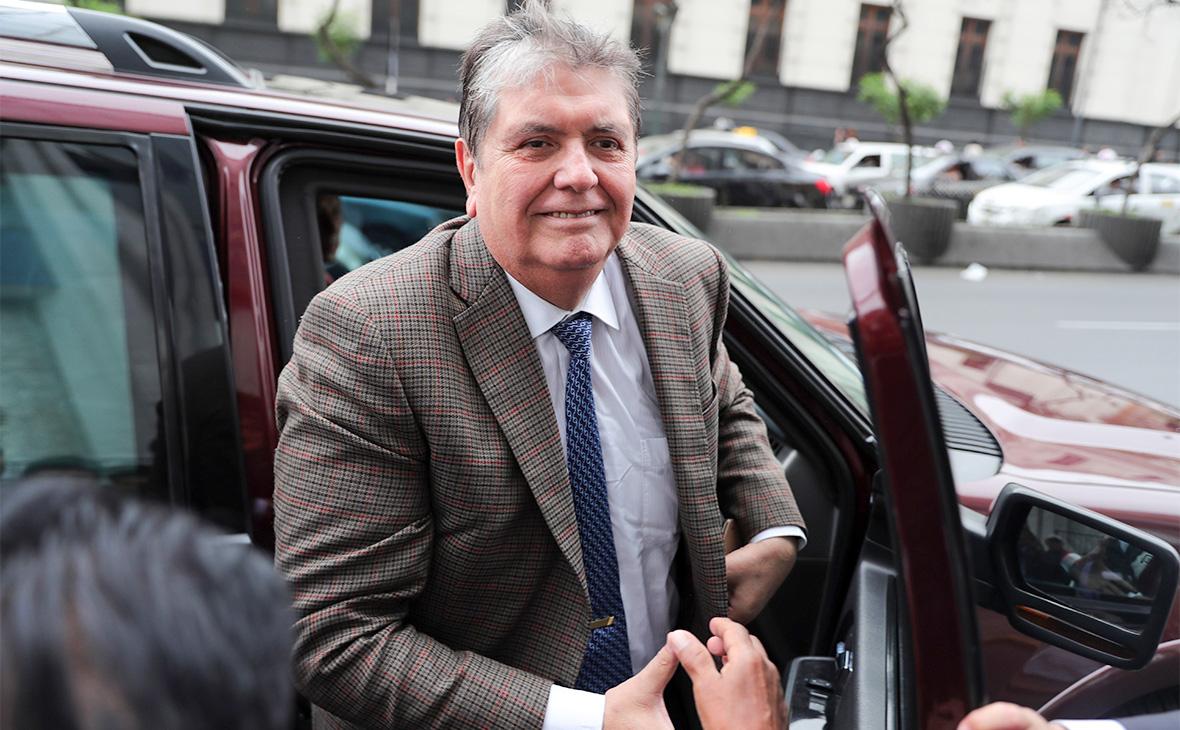 Экс-президент Перу покончил с собой во время задержания
