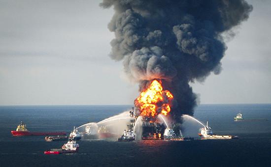 Пожар на нефтяной платформе Deepwater Horizon в Мексиканском заливе