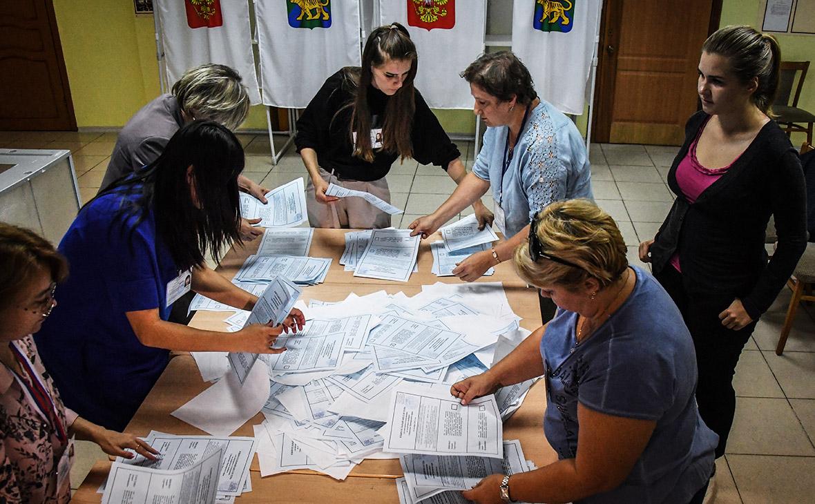 Подсчет голосов на избирательном участке во Владивостоке