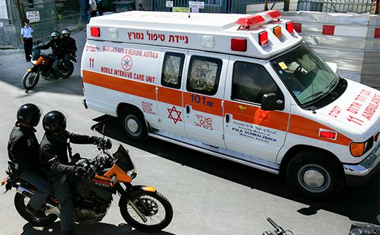 Машина скорой помощи и мотоциклы полиции в Иерусалиме. 2007 год