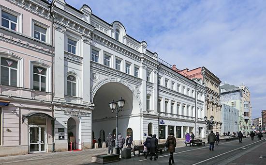 Дома 19–21 и 23 по Никольской улицев Москве. 2015 год
