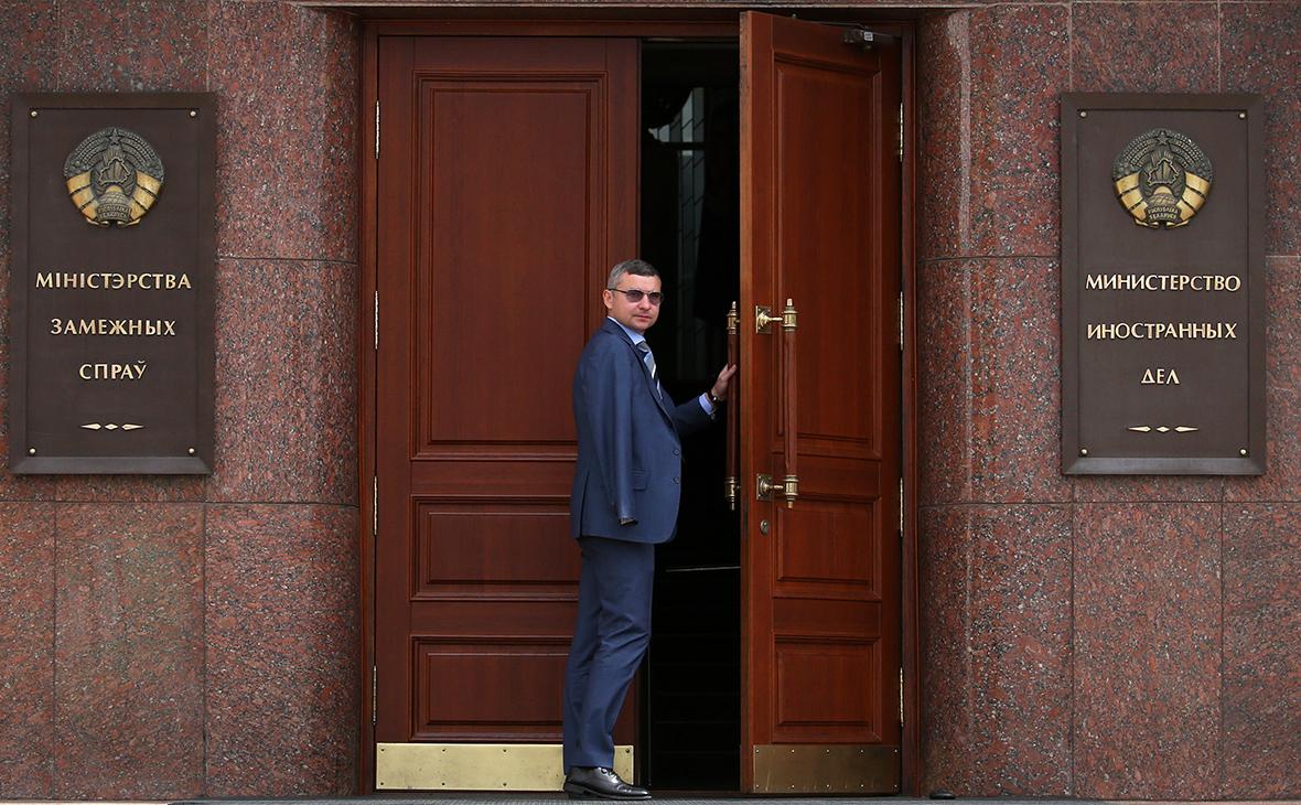 Минск выслал двух дипломатов Британии из-за «деструктивной деятельности»