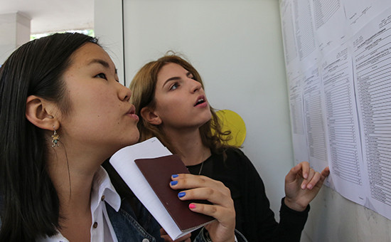 Во время проведения единого государственного экзамена по иностранному языку в одной из школ, июнь 2015 года