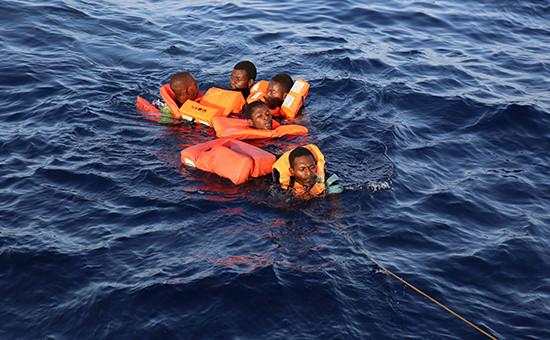 Спасение тонущих мигрантов