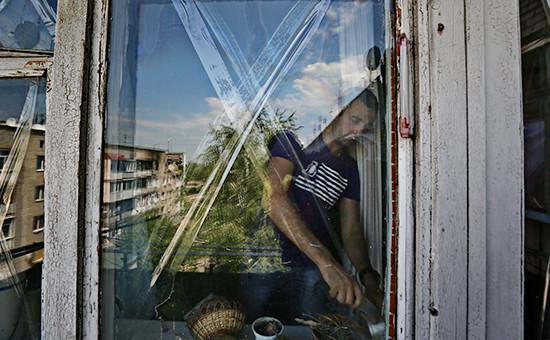 Житель поселка Марьинка. Архивное фото, 2014 год