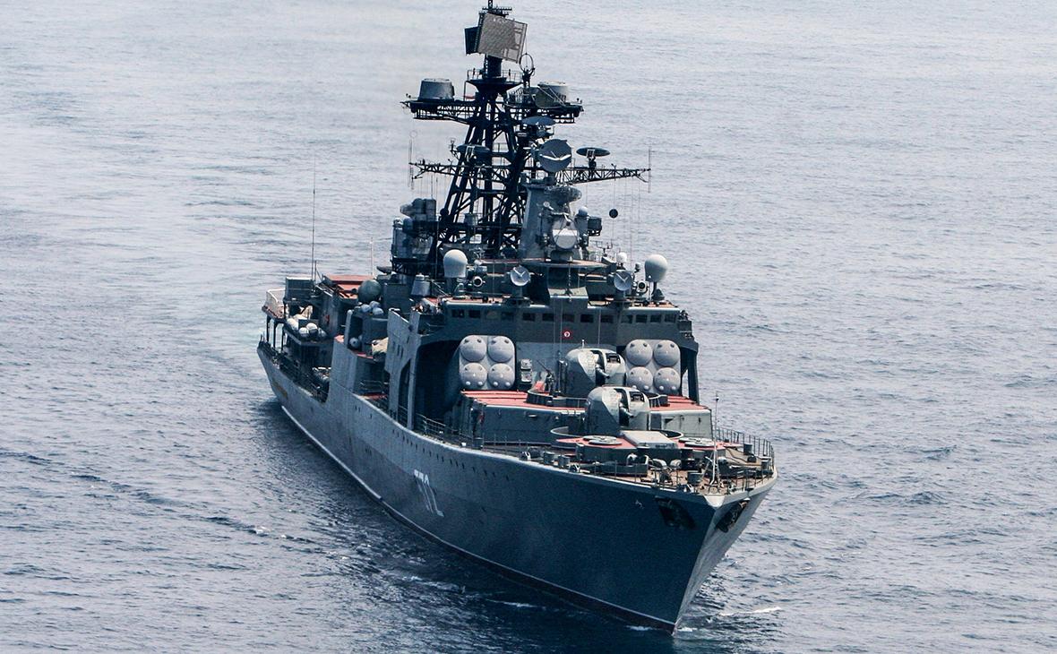 Российский корабль чуть не столкнулся с американским крейсером