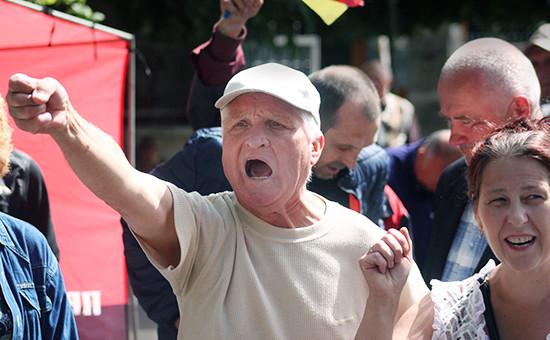 Митинг сторонников «Правого сектора» всвязи ссобытиями вМукачево Закарпатской области, врезультате которых были убиты бойцы движения. 12июля 2015 года
