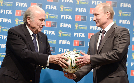 Президент Международной федерации футбола (ФИФА) Йозеф Блаттери президент России Владимир Путин (слева направо). Архивное фото.