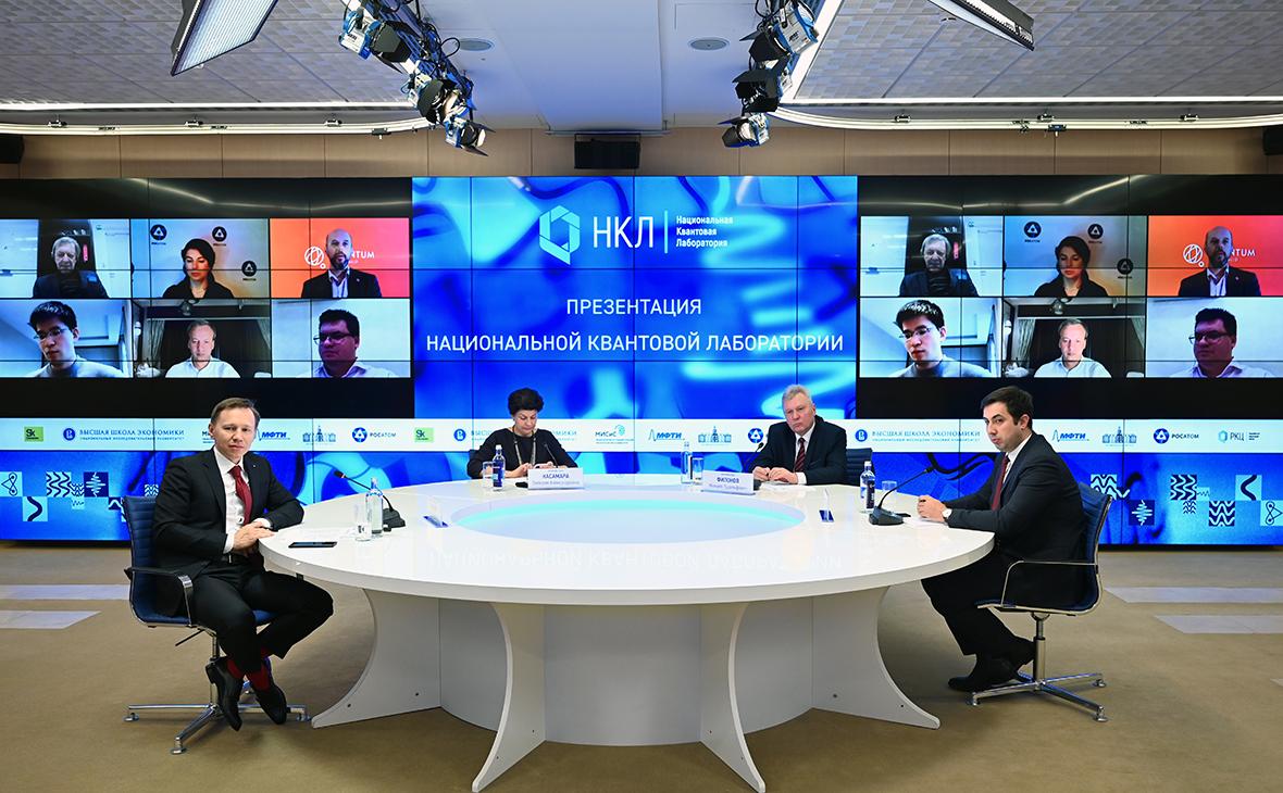 Руслан Юнусов, Валерия Касамара, Михаил Филонов и Виталий Баган (слева направо) во время пресс-конференции на тему: «Запуск федерального проекта «Национальная квантовая лаборатория»