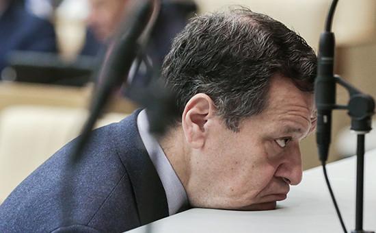 Председатель комитета Государственной думы России по бюджету и налогам Андрей Макаров на пленарном заседании Государственной думы России по утверждению бюджета на 2016 год