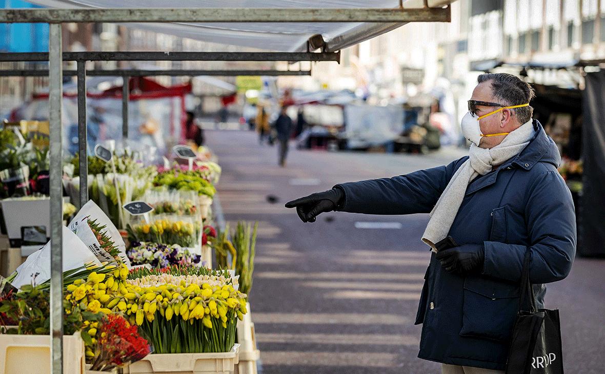 Покупатель на улице Нидерландов