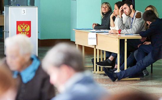 Наблюдатели на избирательном участке в единый день голосования