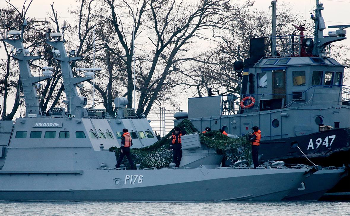 Три корабля ВМС Украины, отбуксированные в порт Керчи