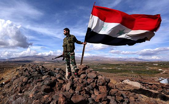 Солдат сирийской армии набоевом дежурстве, 2015 год
