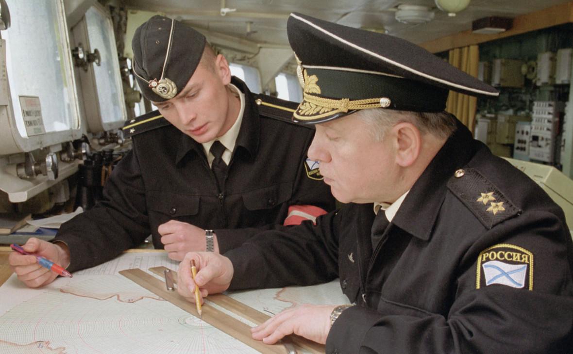 Михаил Моцак (справа) в штабе экспедиции по подъему подлодки «Курск». Октябрь 2001 года