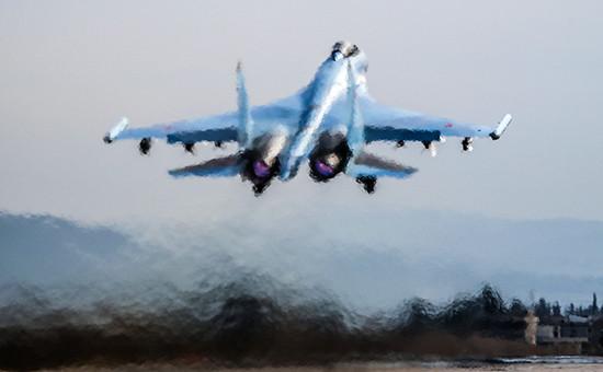 Истребитель Су-35 нааэродроме авиабазы Хмеймим, Сирия, февраль 2016 года