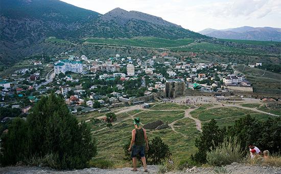 Вид на город Судак в Крыму