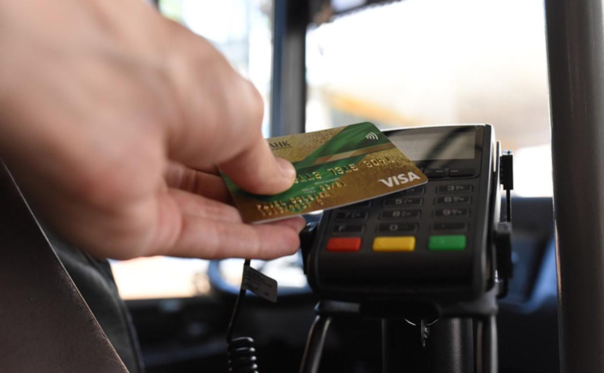 f22672ad87b4 Фото: Олег Харсеев / «Коммерсантъ». Международные платежные системы Visa и  Mastercard ...