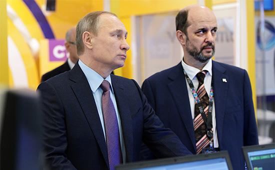 Президент РоссииВладимир Путин и советник президента по интернету Герман Клименко(слева направо)