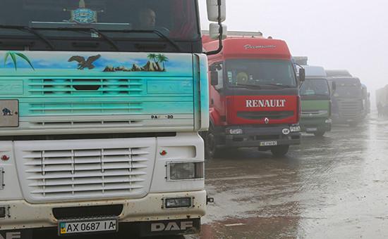 Белгородская область. Украинские фуры, остановленные натерритории многостороннего автомобильного пункта пропуска «Нехотеевка»,15 февраля 2016 года