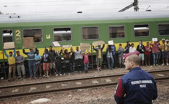 Нелегальные мигранты, удерживающие поезд ввенгерском городе Бичке, 4 сентября 2015 год