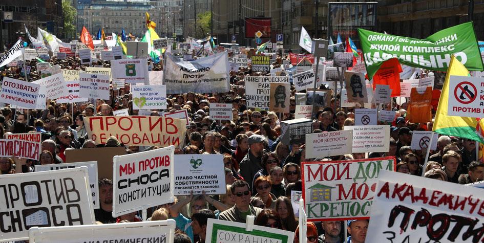 Участники митинга против закона ореновации напроспекте Сахарова