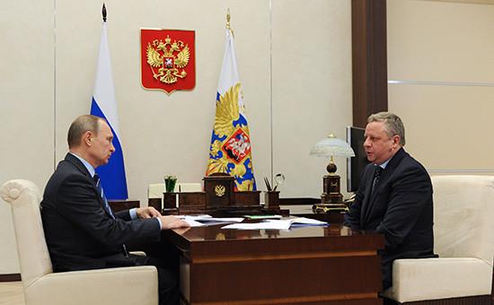 Президент РФВладимир Путин и председатель правления компании «Ростелеком» Сергей Калугин