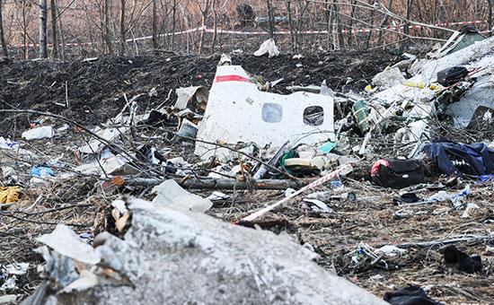Обломки самолета Ту-154, упавшего врайоне Смоленска. 10 апреля 2010 года