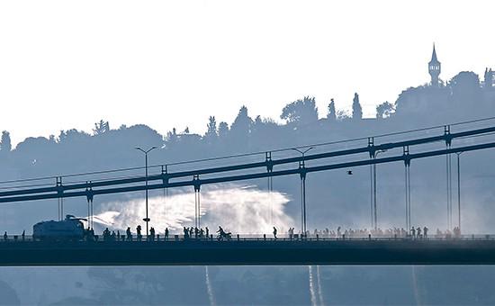 Мост через Босфор в Стамбуле. 16 июля 2016 года