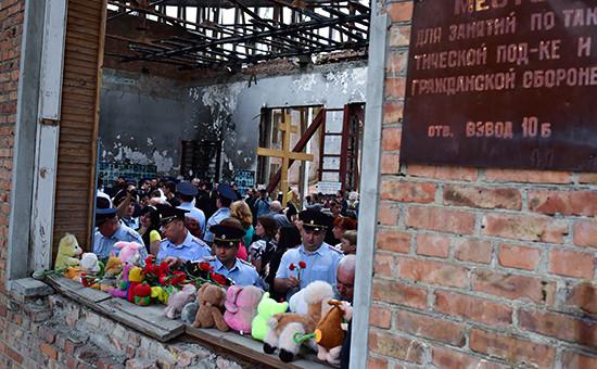 Траурные мероприятия вДень памяти жертв террористического акта в спортивном зале школы №1, Беслан
