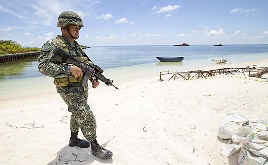 Филиппинский солдат на одном из островов Спратли